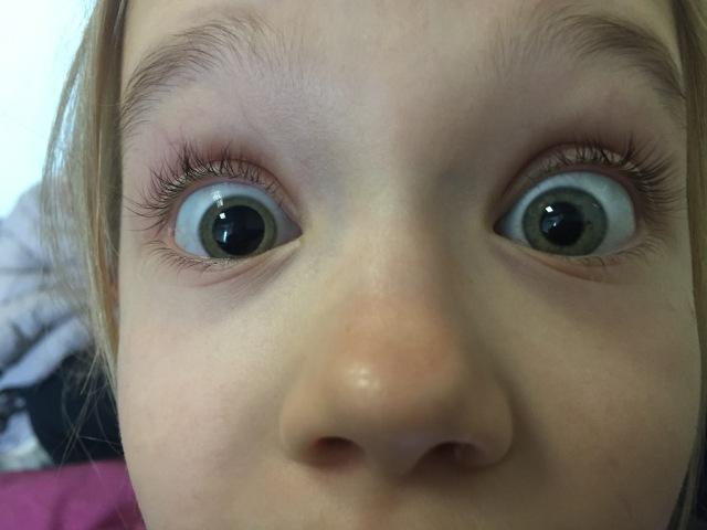Venstre øje er ved at være der, mht. pupillens udvidelse :)